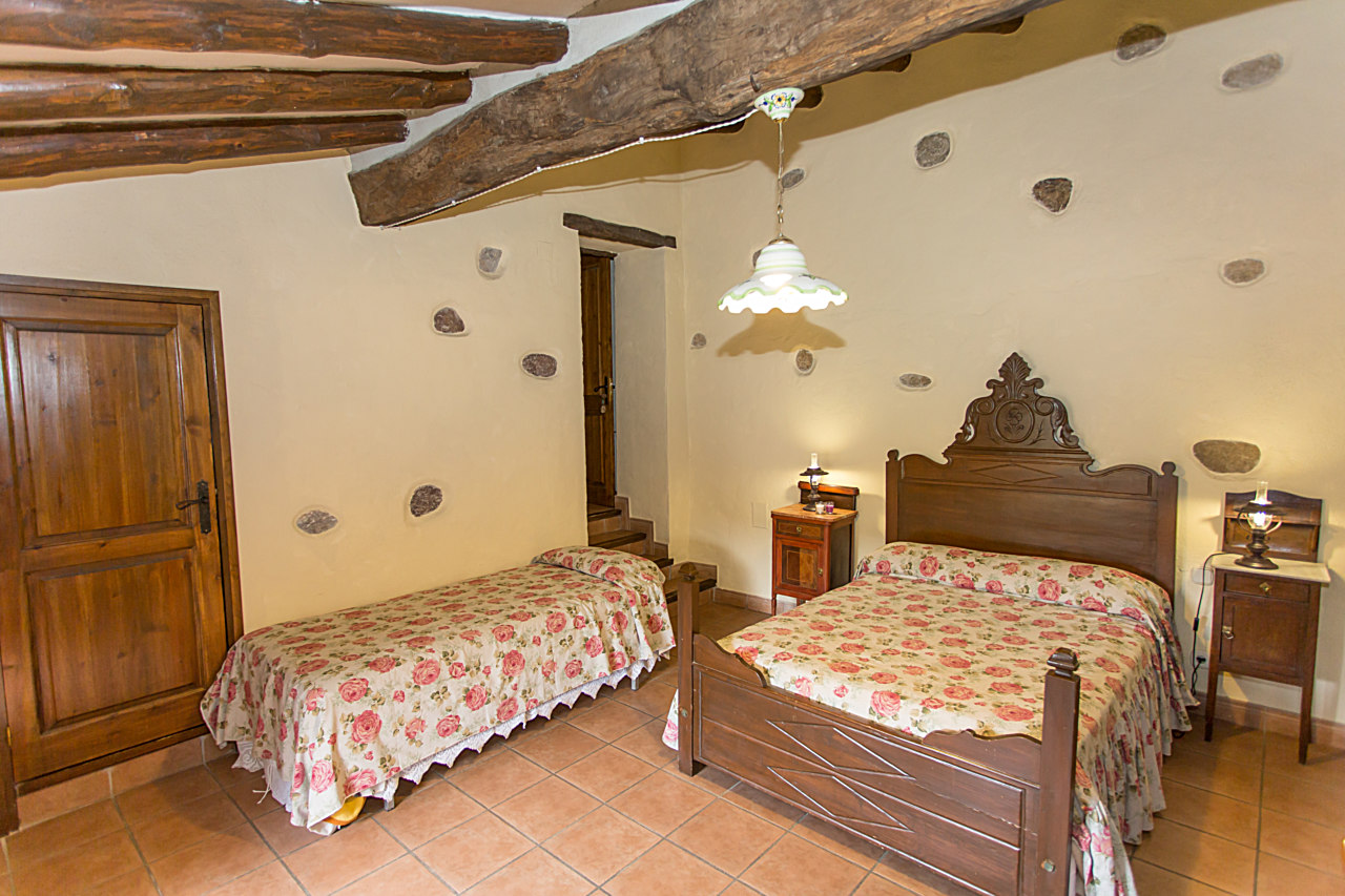 ROOM LA SUREDA - Rooms - Can Massot